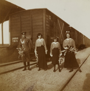 Grand Duchesses Tatiana, Anastasia and Mari, with an unknown officer at the Alma station, on the way to Crimea. 1914
